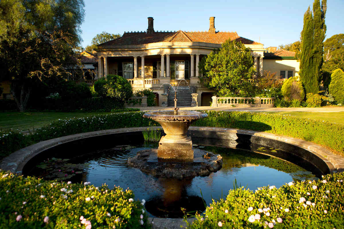 Anlaby Homestead - Magnificent Garden Fountain